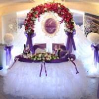 яркое оформление свадебного зала ленточками картинка