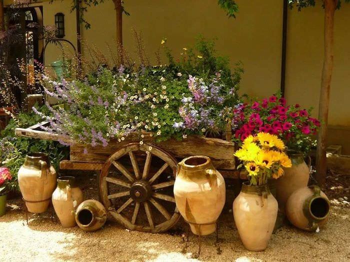 красивое оформление декора дачного участка цветами