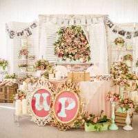 светлое оформление свадебного зала ленточками картинка