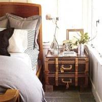 необычный интерьер комнаты со старыми чемоданами фото