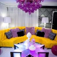 необычный дизайн дома в горчичном цвете картинка