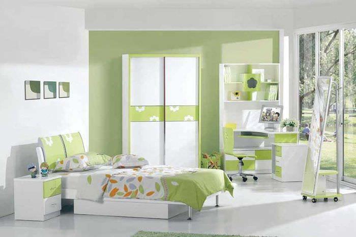 яркий декор спальни в весеннем стиле