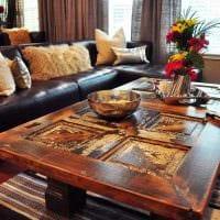 красивый декор комнаты со старыми чемоданами фото