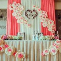 красивое декорирование зала цветами картинка
