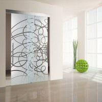 необычное декорирование межкомнатных дверей подручными материалами картинка