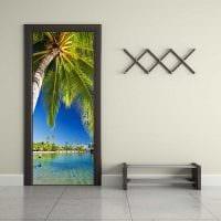 красивое декорирование межкомнатных дверей подручными материалами картинка