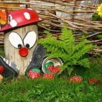интересное оформление садового участка подручными материалами картинка