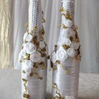 необычное декорирование бутылок шампанского декоративными ленточками картинка