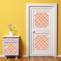 оригинальное декорирование межкомнатных дверей подручными материалами картинка