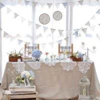 светлое оформление свадебного зала цветами фото