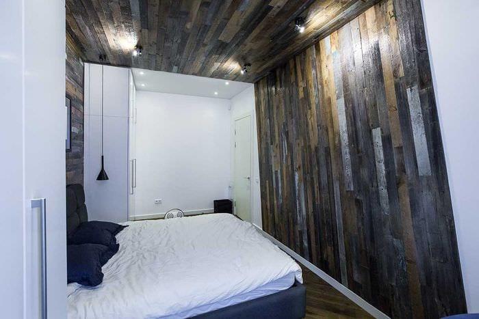 светлый декор квартиры со старыми досками