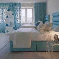 яркий стиль гостиной в голубом цвете картинка