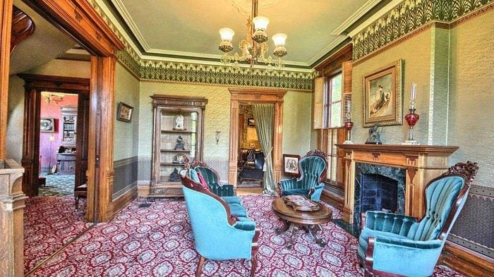 красивый интерьер гостиной в стиле ампир