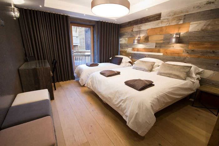 красивый декор квартиры со старыми досками