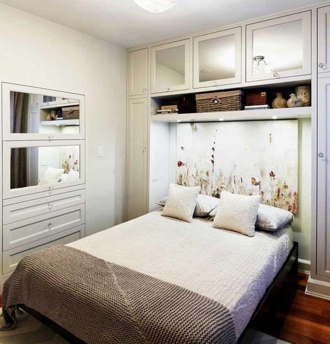 яркий фасад спальной комнаты