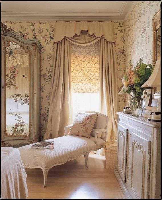 яркий интерьер комнаты в стиле прованс