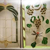 мозаичный витраж в дизайне дома картинка