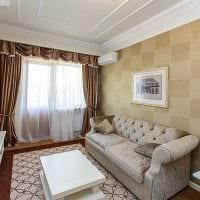 комбинирование оригинальных обоев в декоре гостиной комнаты картинка