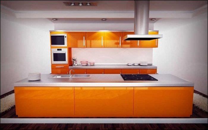 сочетание яркого оранжевого в декоре гостиной с другими цветами