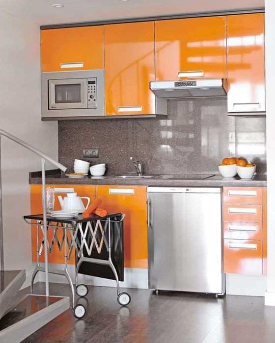 сочетание светлого оранжевого в интерьере спальни с другими цветами