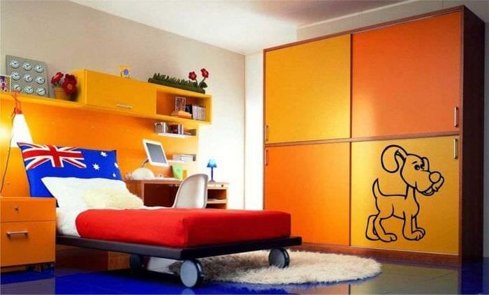 сочетание светлого оранжевого в стиле квартиры с другими цветами