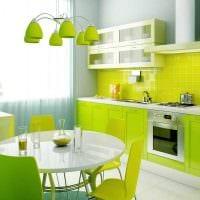 комбинирование светлых оттенков в дизайне кухни фото