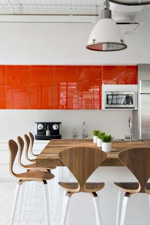 сочетание темного оранжевого в дизайне кухни с другими цветами