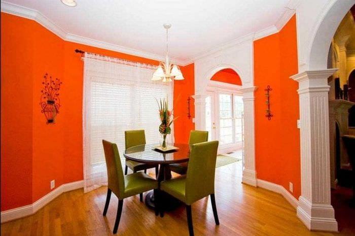 сочетание яркого оранжевого в интерьере спальни с другими цветами