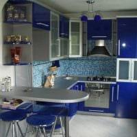 комбинирование темных цветов в декоре кухни картинка