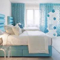 сочетание ярких оттенков в интерьере спальни картинка