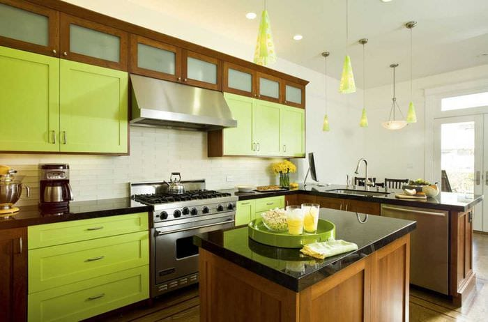 комбинирование темных цветов в декоре кухни