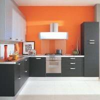 сочетание ярких оттенков в декоре кухни картинка