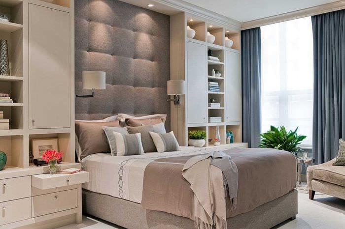 сочетание ярких оттенков в интерьере спальни