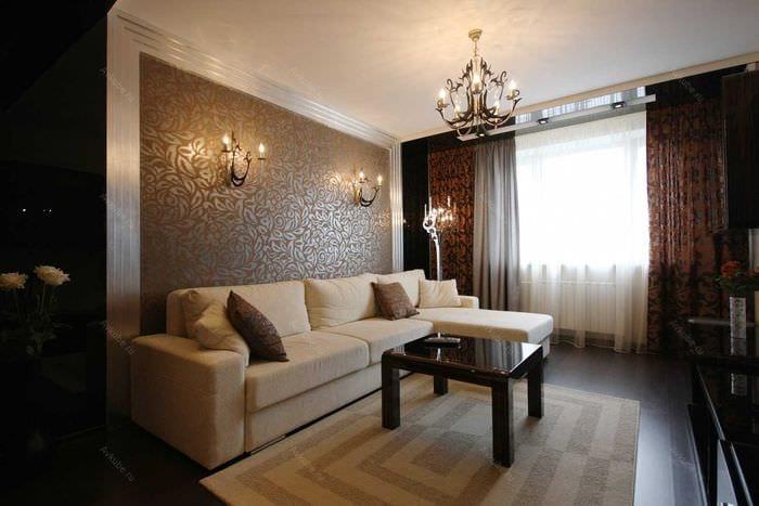 сочетание красивых обоев в дизайне гостиной комнаты
