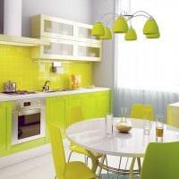 комбинирование светлых цветов в фасаде кухни фото