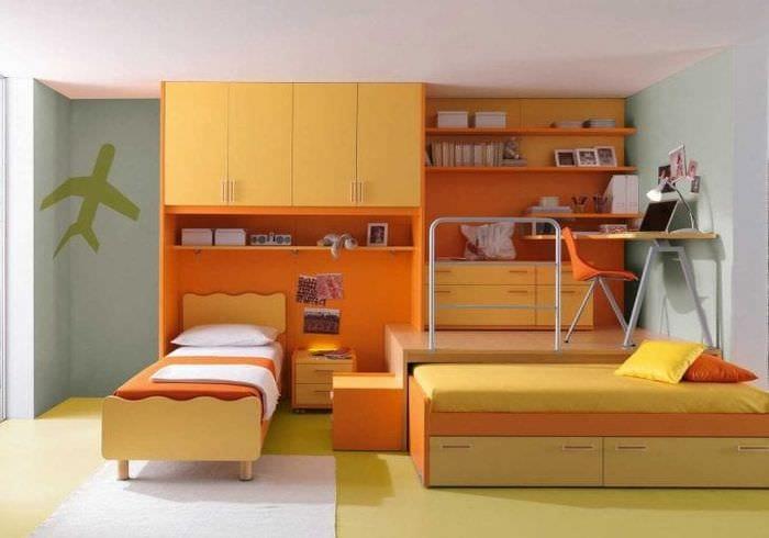 сочетание яркого оранжевого в интерьере дома с другими цветами