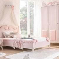 сочетание темного розового в интерьере дома с другими цветами фото