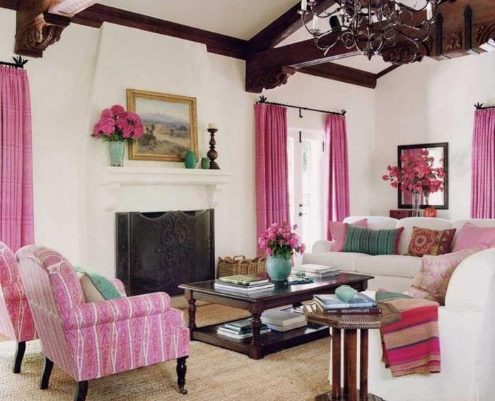 сочетание яркого розового в дизайне кухни с другими цветами