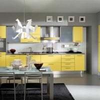 сочетание яркого серого в дизайне гостиной с другими цветами фото