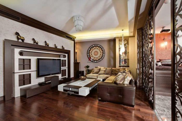 яркий интерьер спальни в восточном стиле