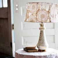светлое декорирование абажура лампы своими руками картинка
