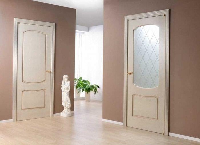 темные двери в стиле дома