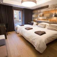 светлый дизайн комнаты со старыми досками фото