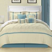 светлый декор спальни в голубом цвете фото