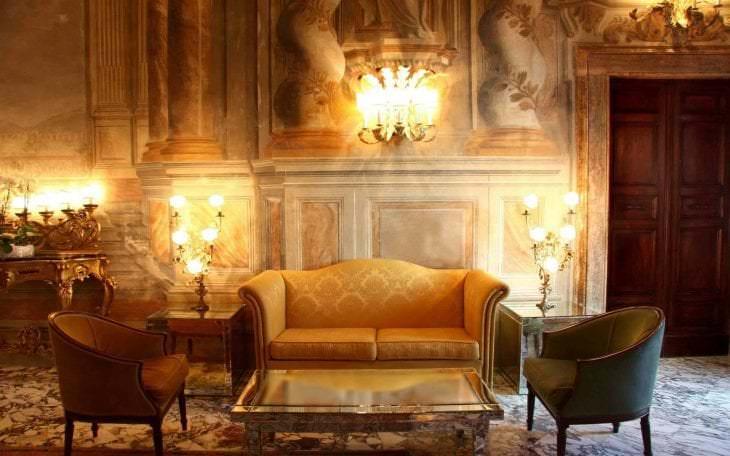 смену кадров, зал в старинном стиле фото пешей доступности