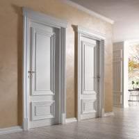 светлые двери в дизайне дома фото