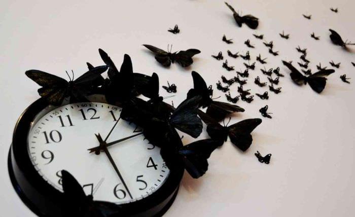 вариант необычного оформления часов своими руками