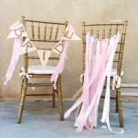 идея красивого декорирования стульев своими руками картинка