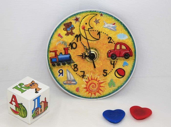 вариант оригинального декора настенных часов своими руками