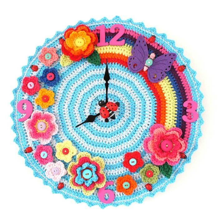 идея оригинального украшения настенных часов своими руками